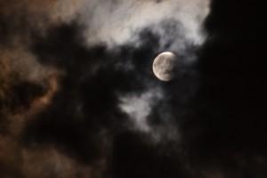 月食の赤い月