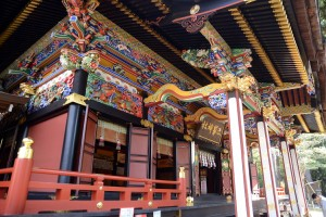 三峯神社の拝殿の装飾